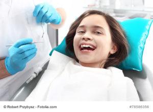 Gabinet stomatologiczny , dziecko na fotelu dentystycznym